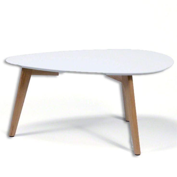 De MOOS Dewy tafel maakt je zithoek af! Een perfect ontwerp voor wie van eenvoud houdt. Het witte blad met de eikenhouten poten maken het tot een stijlvol geheel met een Scandinavische uitstraling.