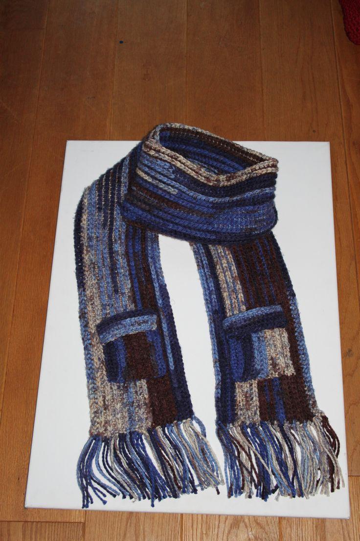 sjaal gehaakt in de ribbelsteek. met dikke wol.