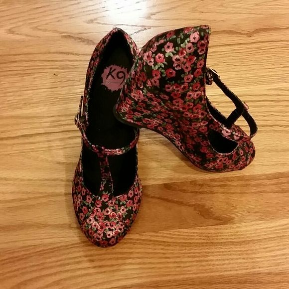 Ladies wedge shoes Floral wedge shoes by KY by Rocketdog. Perfect condition only wore once. Great summer look! Size 7.5 Rocketdog Shoes Wedges