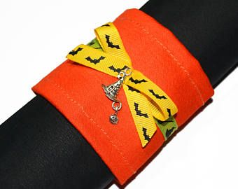 Confezione di tovagliolo di Halloween. Decorazione per Halloween. Anelli per tovaglioli. Zucca di Halloween. Cappello della strega. Orange.