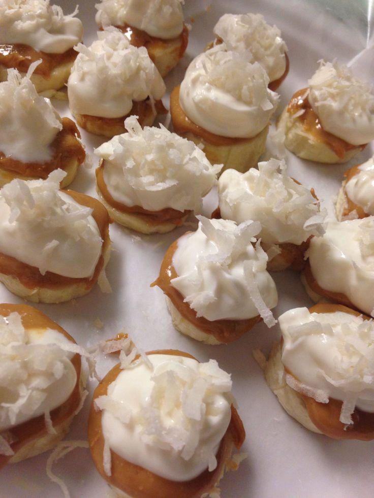 Frozen banana peanut butter yogurt bites. DELICIOUS!! -Slice Bananas ...