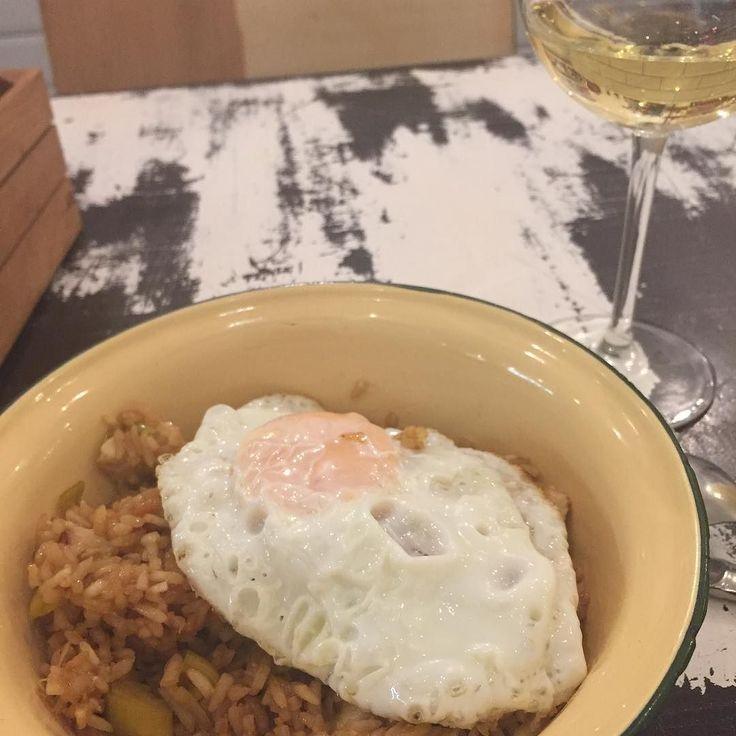 Le plat typique des surfeurs un verre de vin et un DJ qui passe du son... tu le sens comment mon dimanche soir à Las Palmas?  #laspalmas #grancanaria #instacool #instacook #instamood #foodista #instaphoto