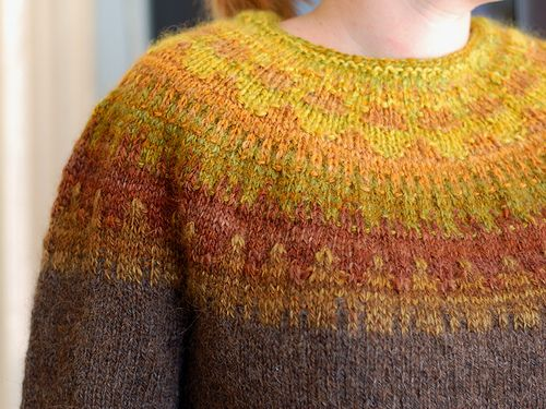 Ravelry: helloyarn's Fantom Bohuslook at the colouring on this. It's beautiful