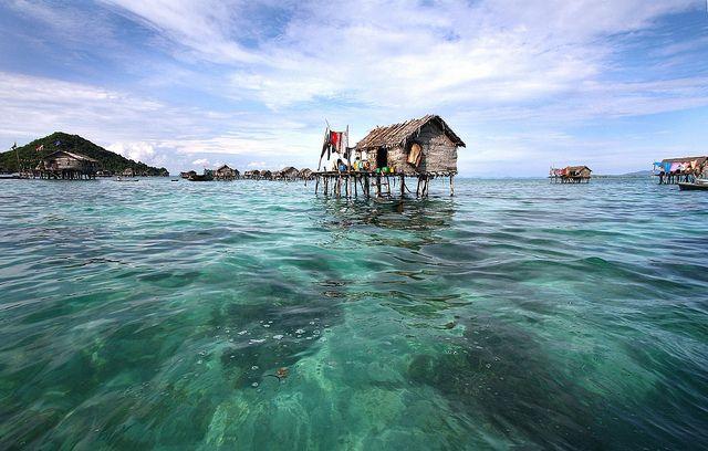 Stilt House in Bodgaya Island by Dolly MJ, via Flickr