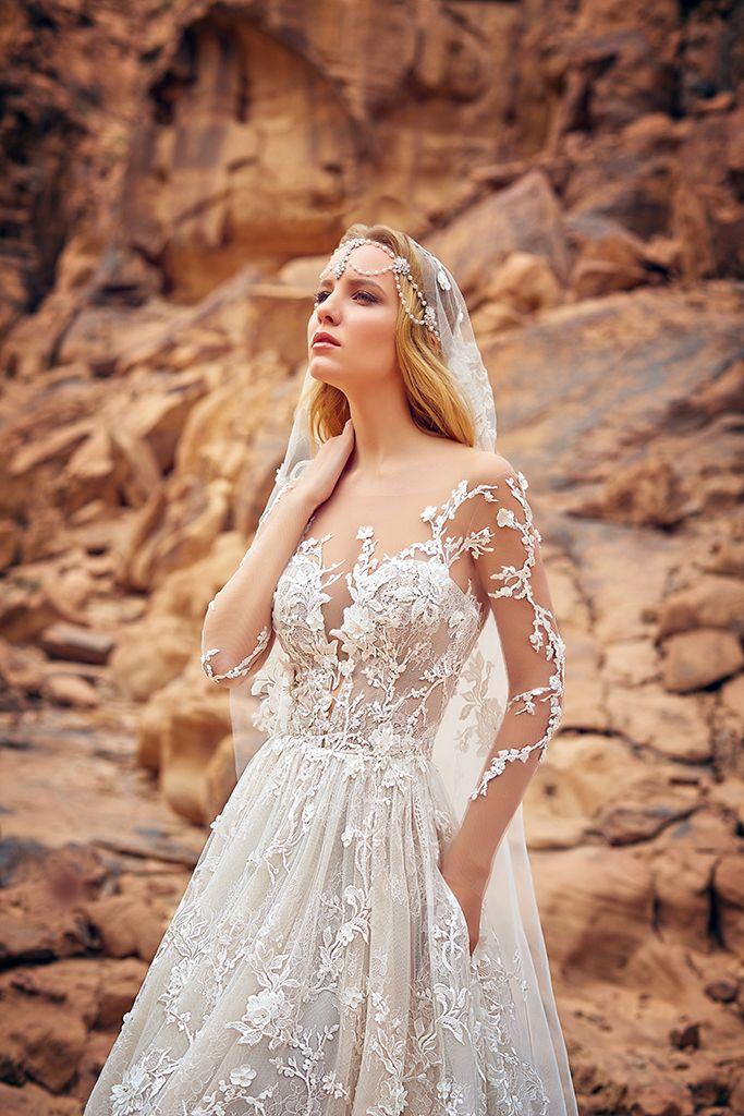 Весільне мереживне плаття А-силуету з довгими рукавами і закритою спинкою  (застібка на гудзики + блискавка по спідниці). Ліф з глибоким вирізом пок… ba98aab7d00b4