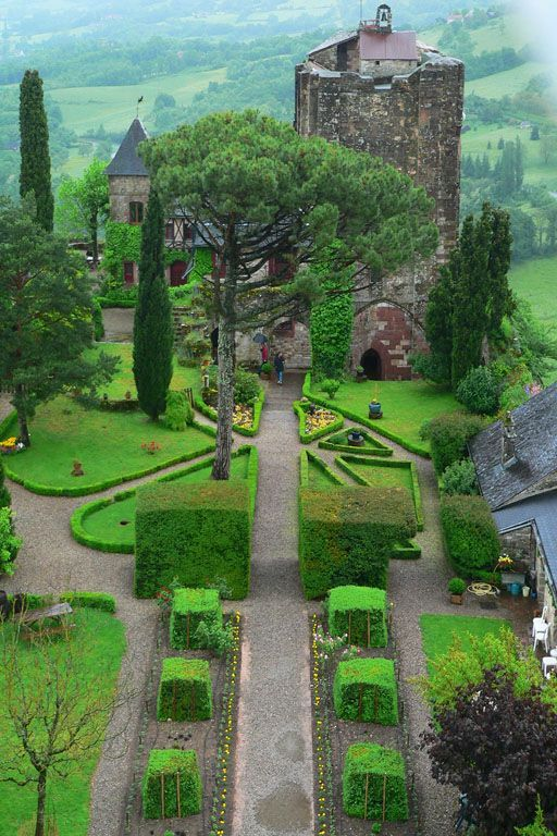 131 best images about french chateaux on pinterest for Jardin medieval