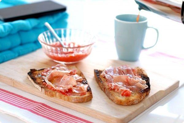Pan tumaca o pan con tomate para desayunar | Velocidad Cuchara