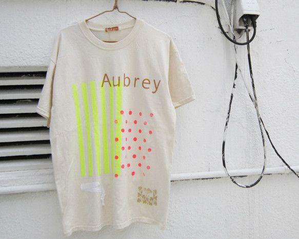 太陽光を利用したシルクスクリーンでの手刷りのTシャツ。ネオンカラーのシリーズです。ネオンカラー、ゴールド、ガーゼテープの組み合わせ。左裾にゴールドでbarbe...|ハンドメイド、手作り、手仕事品の通販・販売・購入ならCreema。