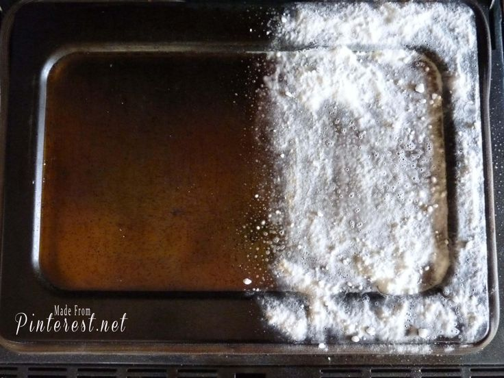 How to Clean that Awful Oven Window 3 tsp Baking Soda 1/4 cup vinegar  1/8 cup liquid dish soap 2 cups hot water  Baking soda (do not add to mix)  ◾Combine ingredients in a spray bottle and shake to mix. ◾Spray mixture generously to cover surface completely. ◾Sprinkle generous amounts of baking soda on top. ◾Spray liquid mixture over the baking soda. ◾Leave overnight.