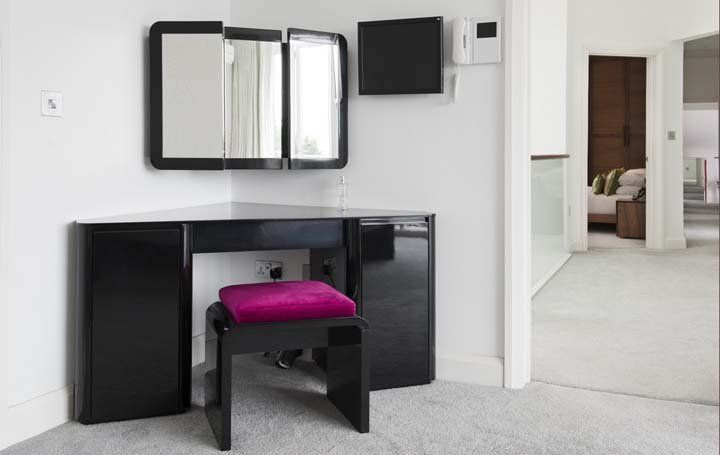 25+ Best Ideas About Corner Dressing Table On Pinterest