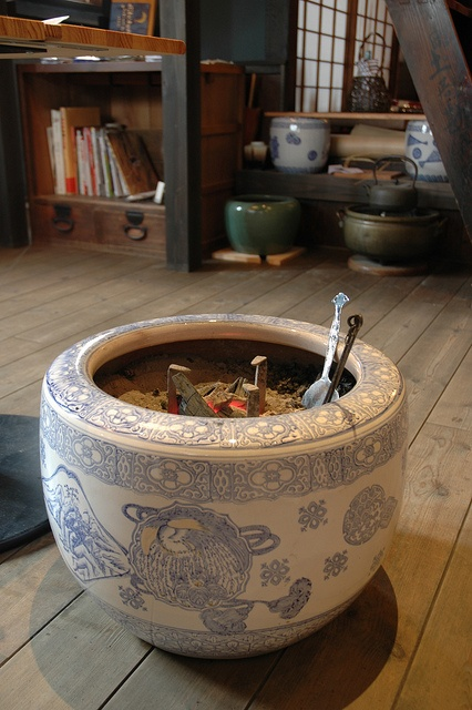 火鉢 Hibachi (Charcoal fire bowl)
