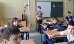 Klasy 4 i 5 pod okiem nauczycielki przyrody, pani Jolanty Galant-Nazar zapoznały się w tym roku z nową metodą proponowaną przez Szkołę z Klasą 2.0. Mieli okazję pogłębić, rozwinąć swoje zainteresowania i zaprezentować je innym przygotowując się do wystąpienia  na Uczniowskim Forum Naukowym.