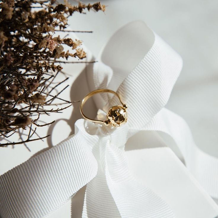 We are in love with this 14K gold ring with a unexpected feature, the pretty ball rotates to add a joyful touch. If beauty, versatility and high attention to detail are important to you, then you need this piece in your life. . . . . #sotirispetalas #sotirispetalasjewels #gold #goldring #14kgold #womansjewelry #fundetails #look #alexandroupoli #alexandroupolis