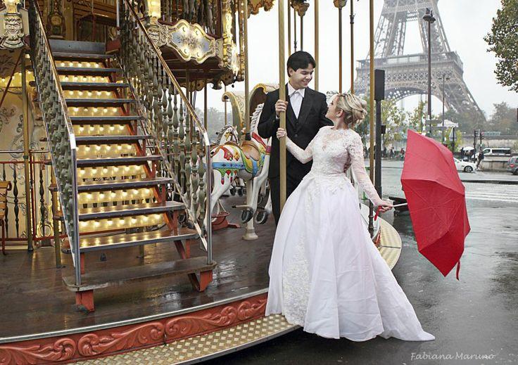 Ensaio em Paris | Alanna e Felipe Mais uma linda foto do ensaio da Alanna com o Felipe, em Paris!  #ensaio #esession #trashthedress #noivos #luademel #paris #fotosemparis #noivinhasdeluxo #fabianamaruno #luxo