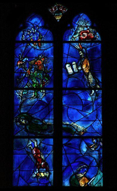 St. Stephan, Mainz - 3    Chorfenster von Marc Chagall in der Kirche St. Stephan zu Mainz in dem  unverkennbaren Chagall-Blau.