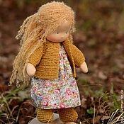 Купить или заказать Негрустинка Малышка, 28см в интернет-магазине на Ярмарке Мастеров. Вальдорфская кукольная малышка. Детская игрушка. Сшита из натуральных материалов, наполнена чистой овечьей шерстью. Волосики из буклированной мохеровой пряжи (Южная Африка) равномерно ввязаны по всей головке - можно делать причёски :) Одёжка простая: штанишки и вязаная хлопковая кофточка. Самстоятельно не стоит. Сидит с небольшой опорой.