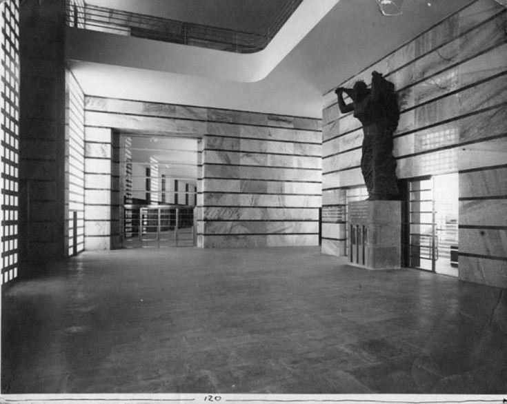 4/17 Giuseppe Vaccaro e G. Franzi Palazzo delle Poste di Napoli, 1928-1936, foto Attilio Maiorana-Napoli, 22,5x28,4 cm.