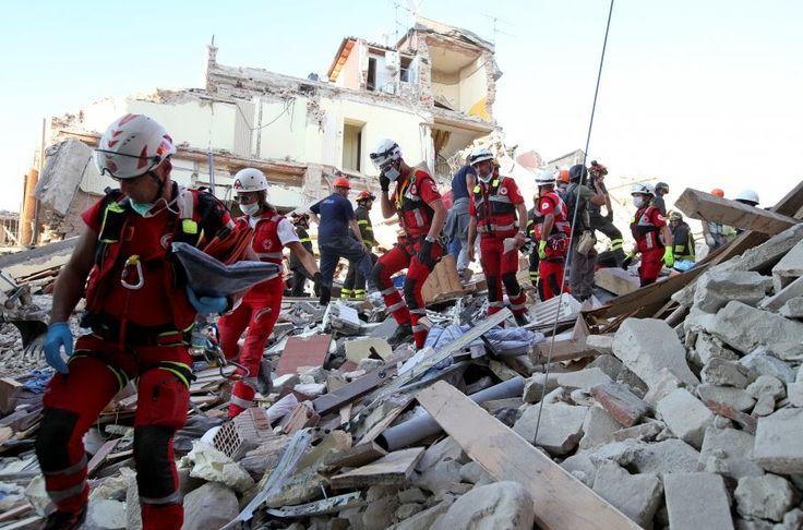 Ιταλία: Ανασύρθηκαν δύο νεκροί από το κτίριο που κατέρρευσε δίπλα στην Νάπολη