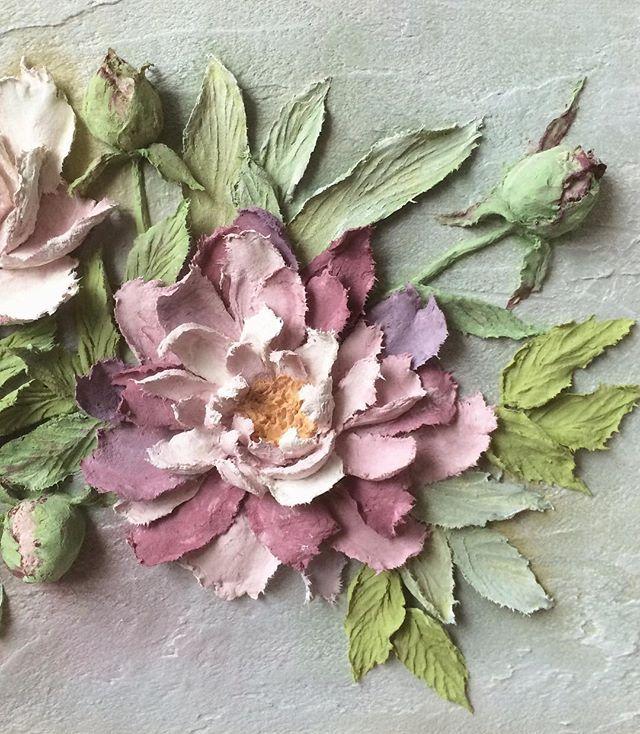Доброе утро!☕️ Продолжаю показывать фрагменты моей новой работы. Вот такой получился каменный цветок #объемнаяживопись #скульптурнаяживопись #барельеф #картина #декоративнаяштукатурка #ручнаяработа #handmade #панно #handmade #decorativeplaster #painting #объемнаякартина #обьемныйдекор #decor #лепнина #craft #handcraft #sculpturepainting