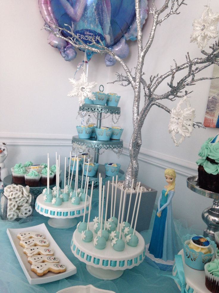Frozen  candy bar -cupcakes -cake pops -cookies -Olaf -strawberries -beautiful candy bar