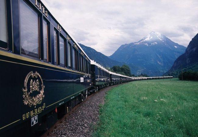 Venice Simplon Orient Express, Europe a fun train honeymoon! #honeymoon #trains #wedding