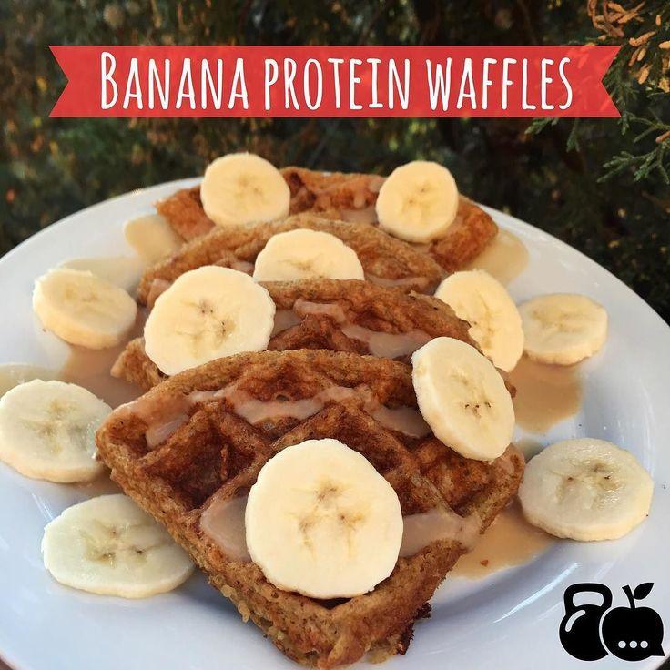 Waffles de plátano  Post-Workout facilísimos de hacer y pueden hacr pancakes  si no tienen  wafflera  3 claras (o 1 huevo ) 1 cucharadita de vainilla 1 cucharadita de canela 1/2 plátano  4 Cucharadas de avena stevia al gusto (opcional)  Y de topping usé la otra mitad de plátano y proteína vegetal sabor vainilla  Recuerden que después de hacer ejercicio es importante consumir carbohidratos (en este caso es la avena y el plátano ) y proteínas (huevo  y polvo vegetal)  El plátano  es una fruta…