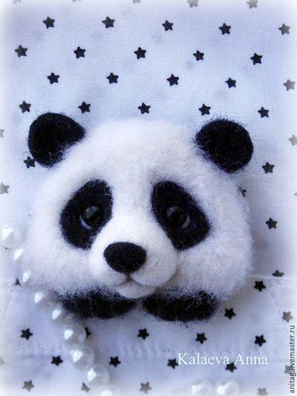 Купить или заказать Панда брошь в интернет-магазине на Ярмарке Мастеров. Для любителей панд!))) Очаровательный малыш панды с удовольствием посидит у вас 'в кармашке'пиджака,кофточки или на шарфике,воротнике и т.д.Подарит свою любовь и хорошее настроение!)) Малыш выполнен в технике сухого валяния из натуральной шерсти.