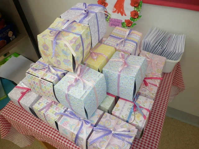 Memory boxes. Scrapbooking paper and 8 beautiful photos of kids and a mummy poem.