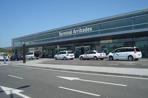 Si usted necesita un TAXI para ir al Aeropuerto de Reus, no lo dude, contacte con nosotros y le llevaremos como usted se merece. Disponemos también de taxis grandes, monovolúmenes, de 7 a 9 plazas para realizar desplazamientos. Para contactar con nosotros, lo puede hacer a través del mail: 1taxibcn@hotmail.es, o llame ahora por teléfono al 685 162 649.