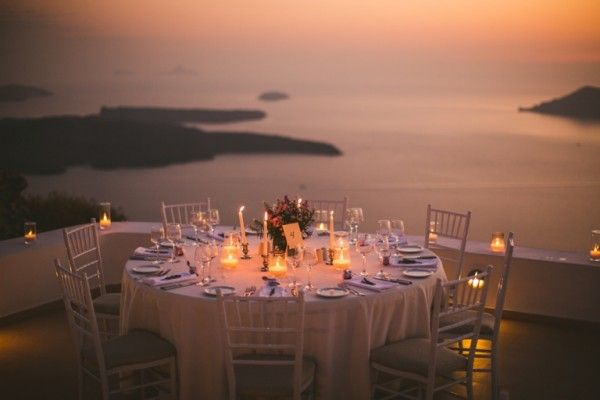 Outdoor cliff wedding reception in Santorini | Image by Sam Hurd | Stella and Moscha Exclusive Greek Island Weddings