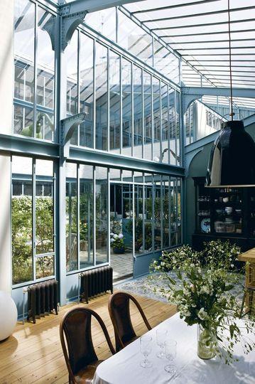 Une maison de verre à la structure métallique de style Eiffel