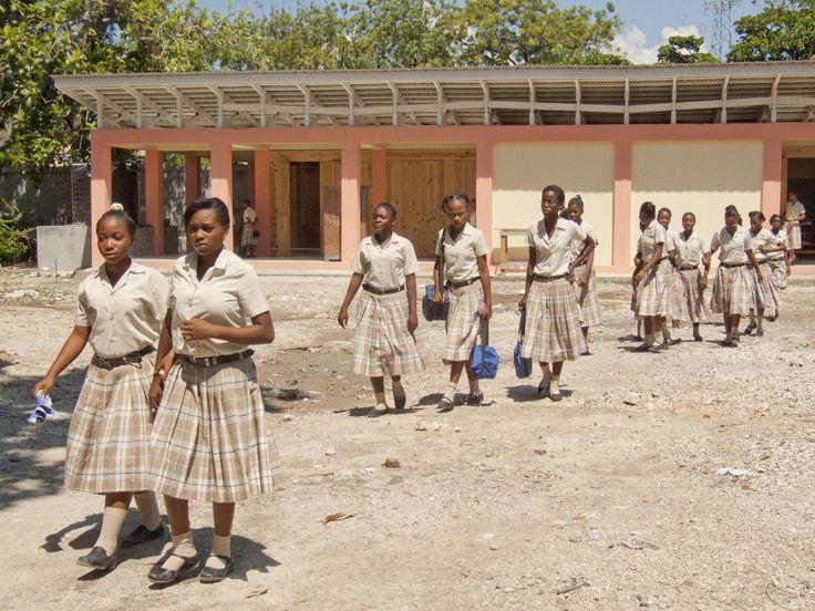 We've begun classes at Ecole Ellie Dubois in Haiti. Thanks to the Alliance: BID-CINA- Fundación Pies Descalzos for making this reconstruction possible! /// Iniciamos clases en la Ecole Ellie Dubois en Haití. Gracias Alianza: BID - CINA - Fundación Pies Descalzos - por hacer posible su reconstrucción! /// Nous commençons nos cours à l'école Ellie Dubois Haiti. Merci d'avoir rendu cette reconstruction possible. Shak
