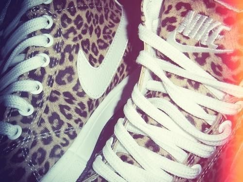 leopard print high-tops. Love love love these shoes!! Nike<<<