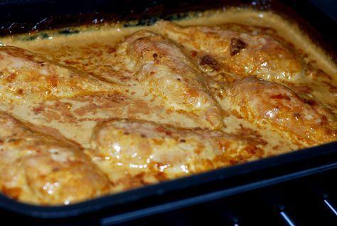 Jag lovade ju er receptet på den goda kycklingrätten vi åt häromkvällen. (Om den blev god, och det blev den ;-) ) 6 port: 6 kycklingfiléer 5 dl vispgrädde 3 dl creme fraiche 1 msk soja ca 8-10 solt…