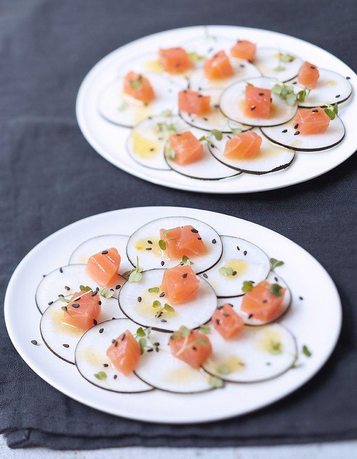 Dos de saumon fumé, radis noir, vinaigrette sésame et agrumes