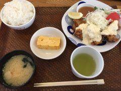 七隈線薬院大通駅から3分にある海鮮丼が有名な日の出さんで昼ごはんを食べてきました(ˊᗜˋ)و 海鮮丼も美味しそうでしたがあえて大好物のチキン南蛮定食をオーダー(  )うん美味い他にも魚定食もありましたが海鮮丼含めて次回にまわします()/    tags[福岡県]