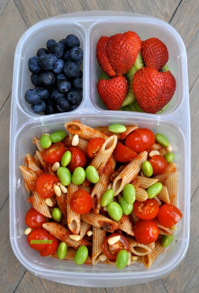 Love this healthy lunch idea! Penne with edamame and tomatoes. Packed in EasyLunchboxes containers