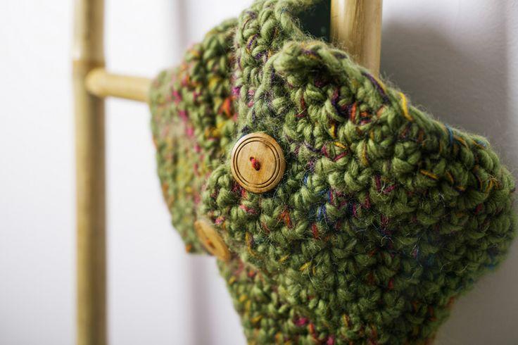 Cuello Botones Amarillo deCamino. 100% lana. Mezclado con hilo de mohair. Botones de madera Tejido a mano en España. 51,00 € unidad (inc IVA) Gastos de envío gratuitos en todo el territorio español. Entra en nuestra tienda online! http://www.decamino.info/index.php/tienda-decamino/product/118-cuello-punto-bajo-botones #Cuello #Botones #Green #lana #wool #autumn #winter #tejer #punto #ovillo #handmade #natural #hechoamano #fashion #new #otoño #invierno #tejer #neckbuff