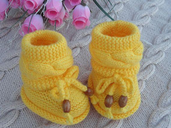 Sarı bebek patik modelleri