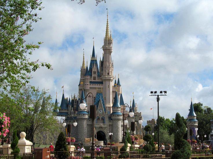 Si vous connaissez bien les parcs à thème de Disney en général, alors, en lisant le titre de cet article, vous avez probablement remarqué une erreur. Le titre porte à confusion et fait état du chât…