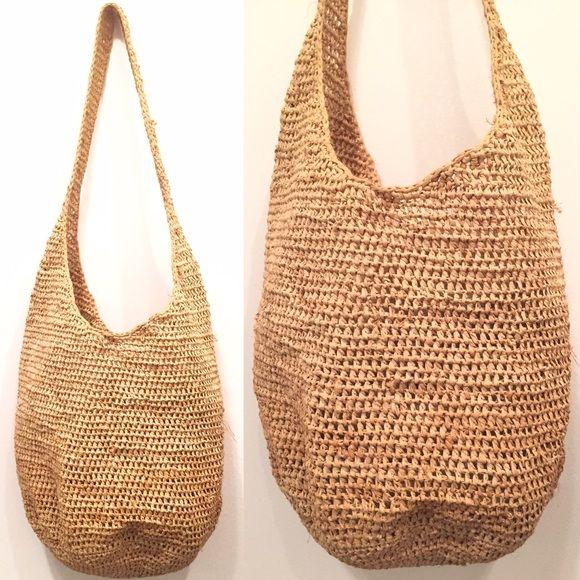 CLASSIC HELEN KAMINSKI RAFFIA BUCKET BAG!! CLASSIC HELEN KAMINSKI raffia bucket bag! Vintage bag in good condition! Light tan color. Helen Kaminski Bags Crossbody Bags