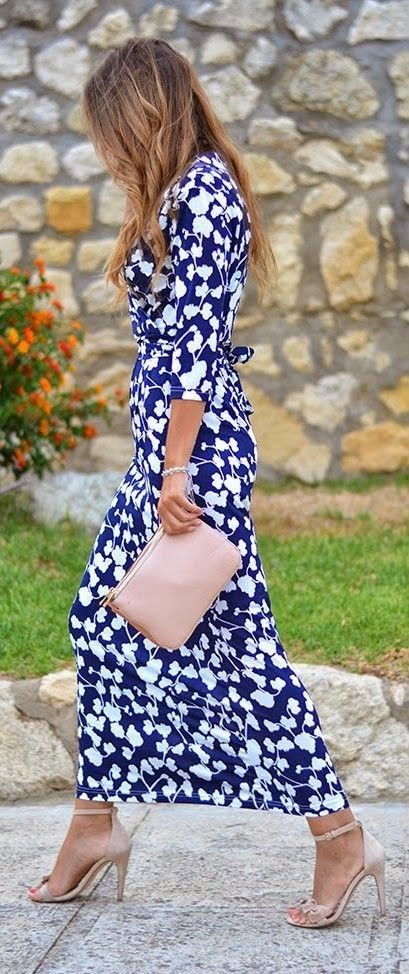 #spring #floral #trend #outfitideas | Navy Floral Maxi Dress