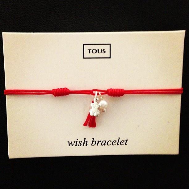Red wish bracelet #makeawish #bracelet #red #pearl #tousbracelets #tousjewelry #tousbocaraton #tousbear #tous #Padgram