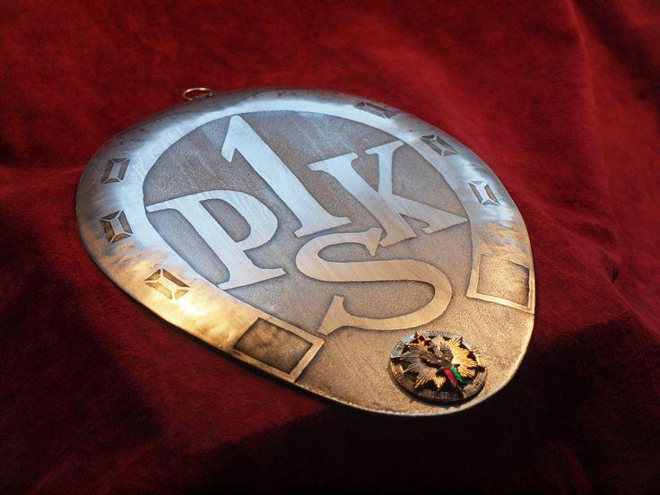 Pracownia Artystyczna LORICA. RYNGRAF, POLISH GORGET. Ryngraf, pierwsza wersja odznaki 1 PUŁKU STRZELCÓW KONNYCH z 1921 roku. Poniżej odznaka pułkowa w wersji drugiej ustanowiona w 1925 roku.