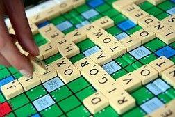 이 게임은 십자말풀이와 비슷하다. 판의 형태는 십자말풀이와 비슷하지만 그 안을 채우느 단어들은 채우게 된다. 이 게임의 유의점은  서로 겹치는 부분에는 새로운 단어를 창조한 하는 것이 아니라, 처음에 시작할 때에부터 그부분을  신경을 쓰고 단어를 배열해야 한다.