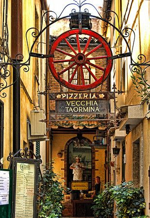 Pizzeria Vecchia, Taormina, Sicily