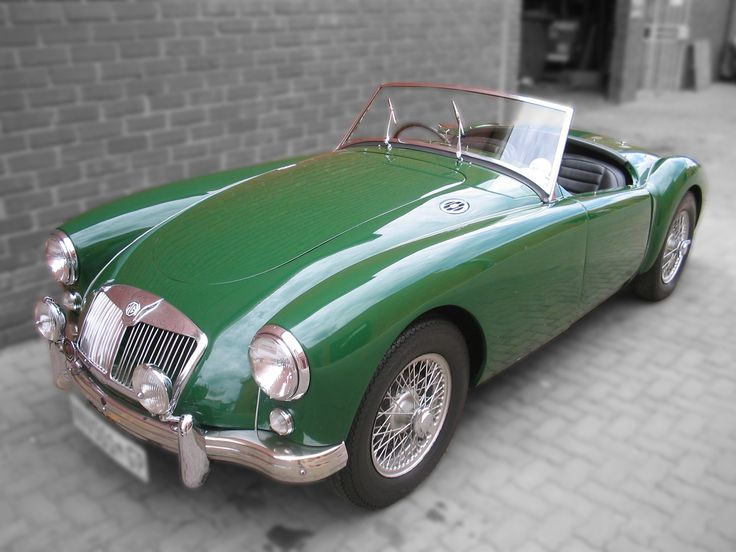 #spraypaint and #restoration of #oldcars and #musclecars or some ones #dreamcar is always very satisfying work, not easy but Satisfying like this #MGA in british racing green #galaxycustoms did a few years ago