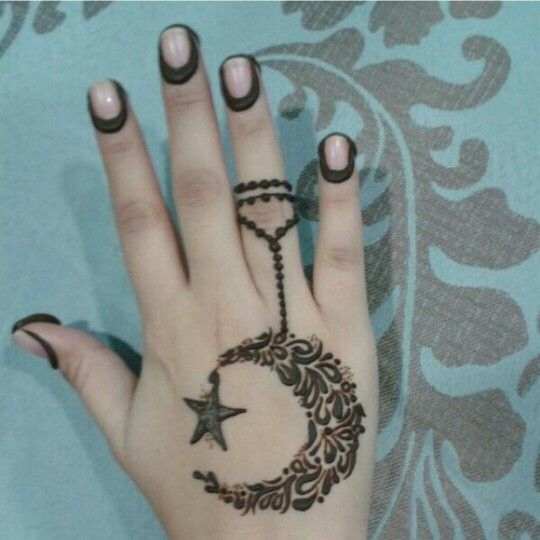 an interesting and simple creative henna design