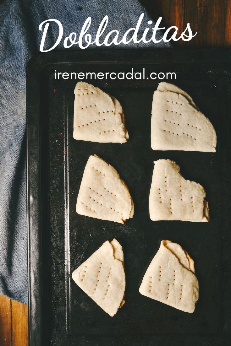 Las dobladitas son un delicioso pan sin levadura tipico chileno ¿Quieres ver la receta?  #pansinlevadura #cocinachilena #recetadobladitas Dairy, Bread, Cheese, Food, Mini, Gourmet, Dessert Recipes, Sweets, Bread Without Yeast