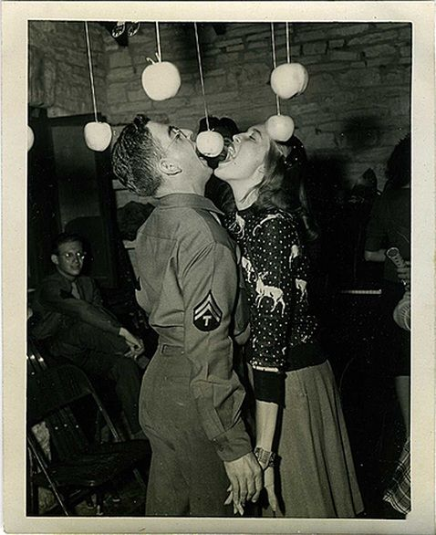 This is so delightfully cute! #vintage #1940s #WW2 #couple
